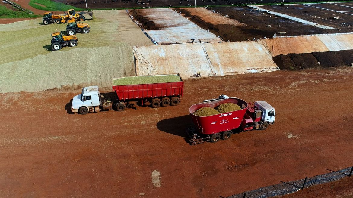 Truckmount feed mixing tub mounted on truck feed mixer, mixer wagon, diet feeder, vertical feed mixer, mixer feeder wagon, mixer feeder, tmr mixer, mixer feeding machine, mixing wagon, feed wagon, automatic feeding system, feeding robot, silage feeder, feed delivery boxes, mixer feeder wagon with straw blower, feeding technology, cattle feeding, feeding machines, feeding systems, feeding cattle, dairy farm feeding, mixers for feed, silage cutting, silage cutter, self loading feed mixer wagon, feed mixer wagon, self propelled mixer feeder, truck mount mixer